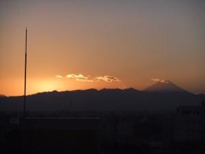 2013年1月1日東京通訳センターから見た初日の入り