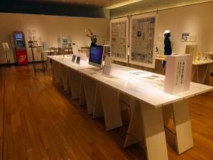 印刷博物館『みんなにうれしいカタチ展』展示の様子
